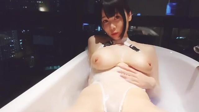【岡田ゆい】エロ水着で自撮りオナニー!潮吹きまくり!